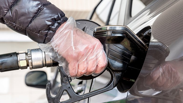 Come fare benzina in modo sicuro ai tempi del Covid-19