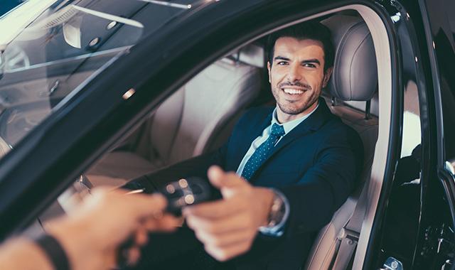 In caso di uso promiscuo dell'auto aziendale, chi paga il carburante