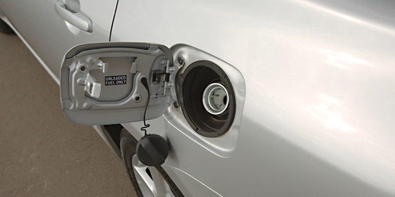 Come pulire il serbatoio di un'auto?