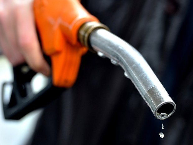 Come togliere l'acqua dalla benzina