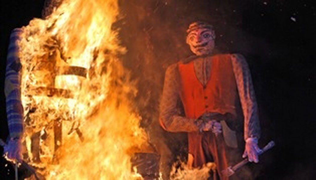 Brucia la Giöeubia brucia l'anno vecchio di Gallarate