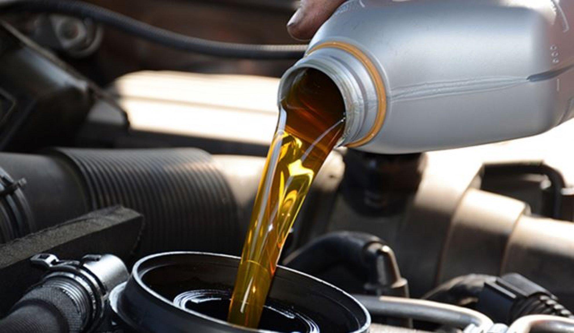 Quali caratteristiche deve avere l'olio motore