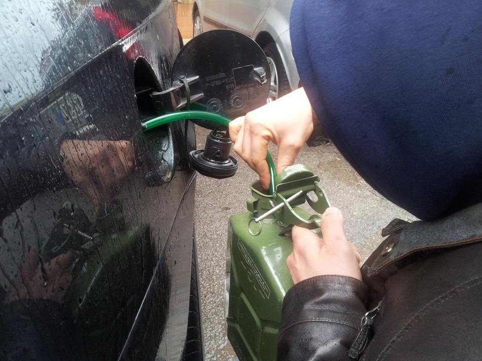 Come travasare il carburante?
