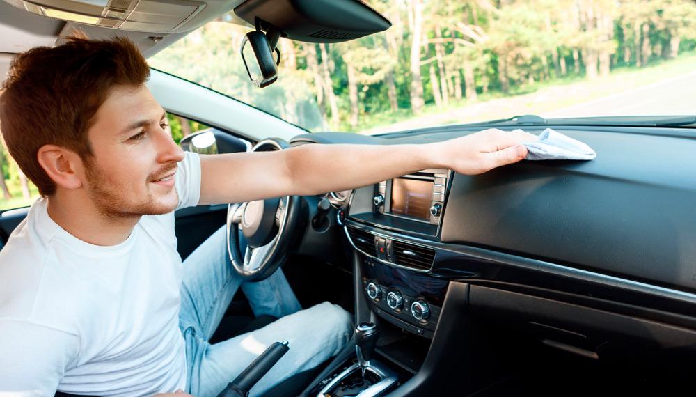 Come pulire gli interni dell'auto