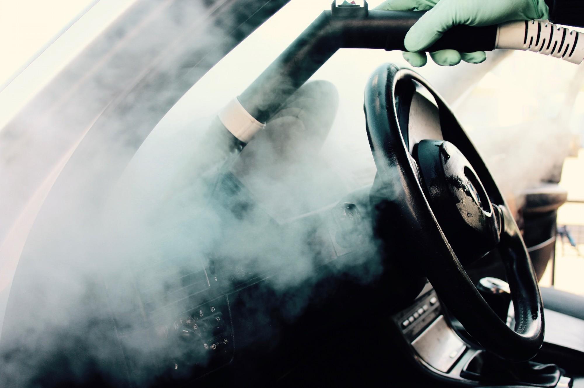 Sanificazione dell'auto fai da te: come fare?